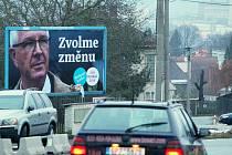 V Kyšicích zvítězil Miloš Zeman, přestože tam na obyvatele i projíždějící řidiče shlíží z billboardu Jiří Drahoš.