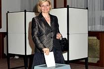 Ministryně spravedlnosti Daniela Kovářová volila ve Štěnovicích.