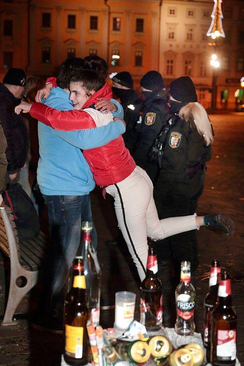 Plzeň - Oslavy silvestra - Náměstí republiky po 21 hodině