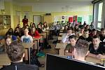 Školy posílaly fotbalistům videovzkazy. Viktoriáni pak navštívili 34. ZŠ v Plzni.