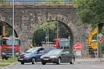 Ochromené viadukty jsou nyní v Doubravce hned dva. Druhý z nich je v Mohylové ulici