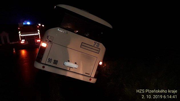 Havarovaný autobus uHeřmanovy Huti.