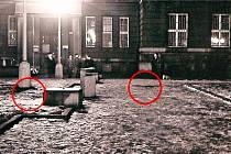 Snímek pořídili vyšetřovatelé Veřejné bezpečnosti na místě činu, na Dukelském náměstí.