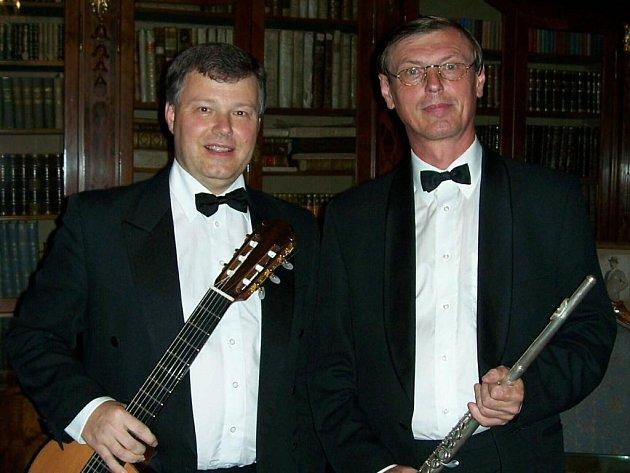 Kytarista Miloslav Klaus a flétnista Jan Riedlbauch koncertují tuto neděli v Kasejovicích v cyklu Hudba v synagogách plzeňského regionu