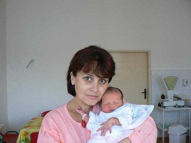 Dominika Maroušková (3,05 kg, 52 cm) zPlané u Mariánských Lázní se narodila 15. 10. ve 13:45 hod. vMulačově nemocnici vPlzni. Rodiče Irena a Luboš už doma mají prvorozenou Denisu (16 let)