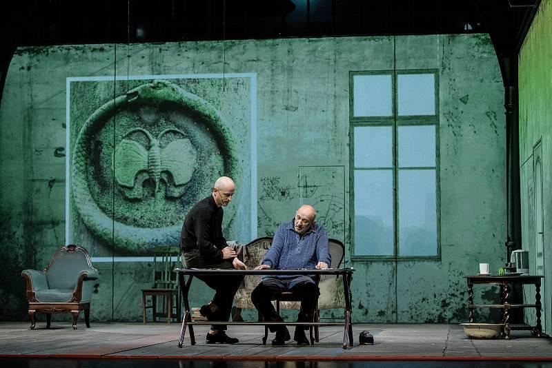 Čtyřiašedesát představení od souborů ze sedmi zemí uvede v Plzni od 15. do 23. září 29. ročník mezinárodního festivalu Divadlo. Festival zahájí pětihodinová inscenace Austerlitz litevského Divadla mladých.
