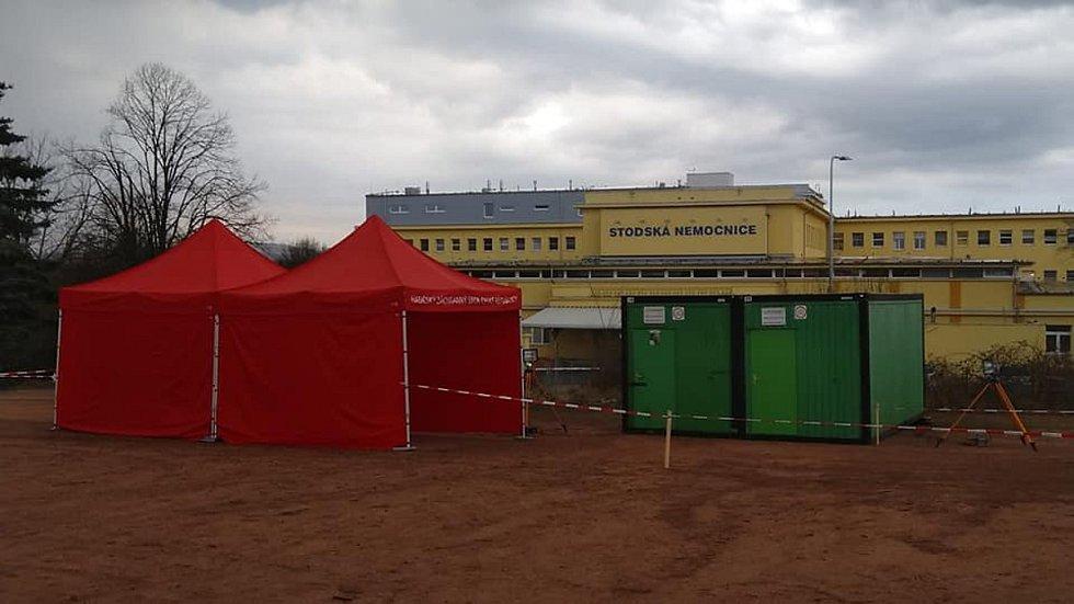 Stavba odběrového místa u Stodské nemocnice