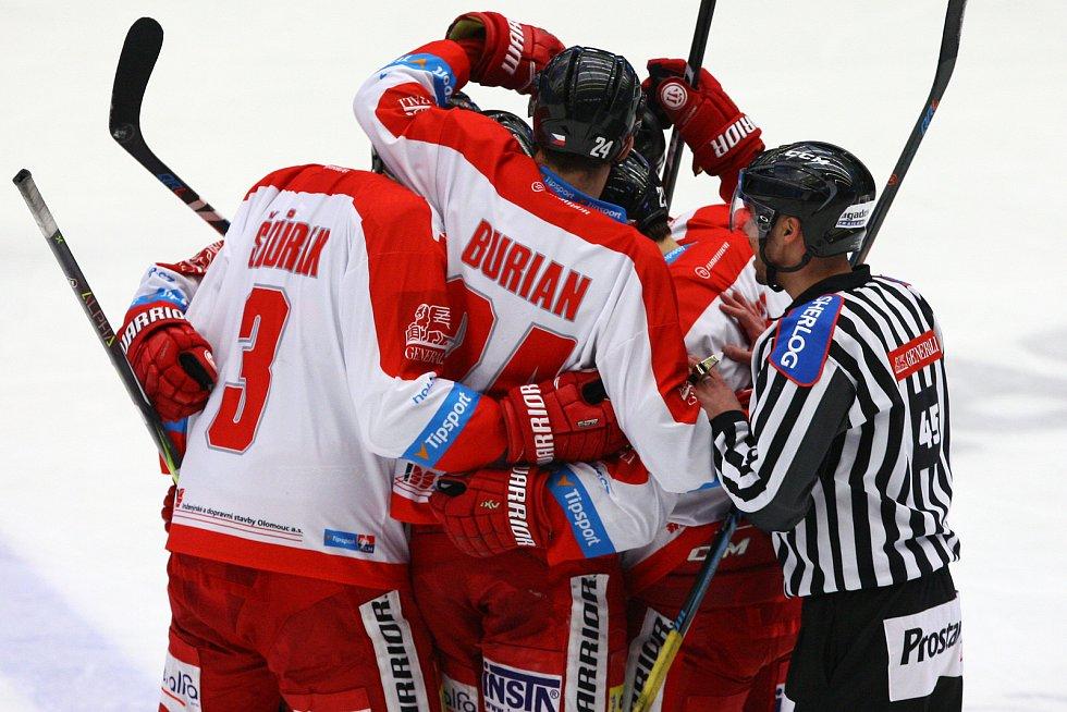Čtvrteční úvodní bitvu s Olomoucí prohrála Plzeň po nájezdech 2:3.