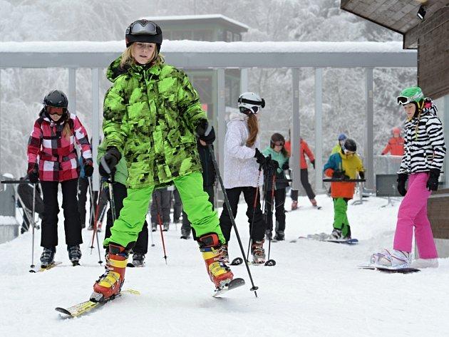 Lyžaři na Špičáku zahájili sezonu.
