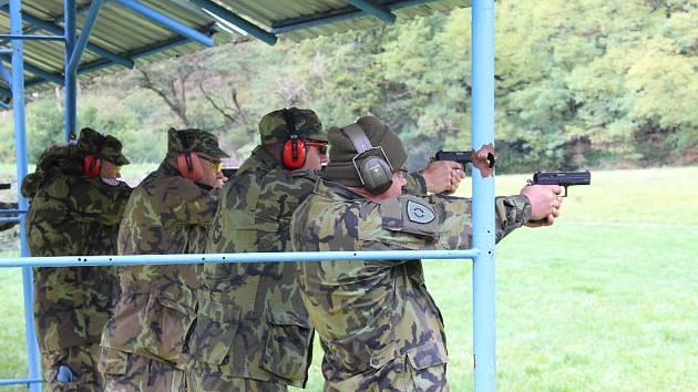Soutěžní střelba z pistole CZ-75 Phantom na pevné cíle