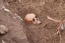 Barokní hrob s pozůstatky objevili v obci Vrčeň u Nepomuku.
