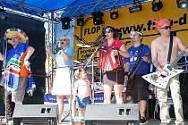 Koncerty osmnácti kapel, spanilou jízdu motocyklů, kaskadérské ukázky na letišti u Dobřan a další doprovodné akce byly na programu třetího ročníku festivalu Pabro