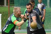 DVA ZÁPASY stačili národním házenkářům TJ Přeštice (hráč vlevo) k obhájení titulu mistrů republiky.