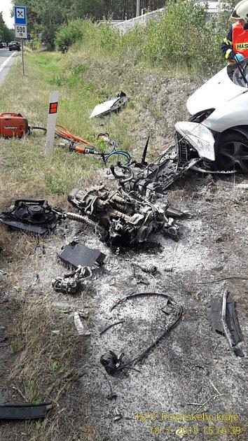 Nehoda dvou aut na silnici I/20 ubetonárny Berger nedaleko Nevřeně