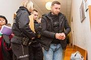 Soud v Plzni rozhodoval o vazbě pro pašeráky cizinců