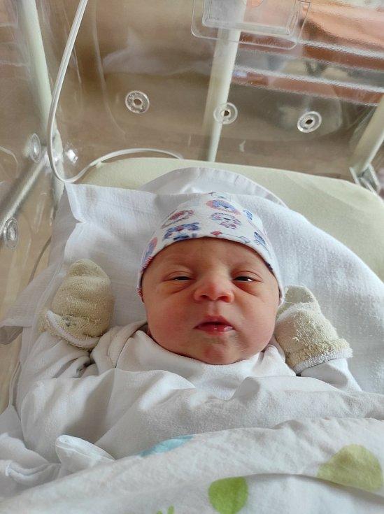 Lukáš Linhart ze Zruče-Sence se narodil 26. července 2021 v den sedmého výročí svatby maminky a tatínka. Po příchodu na svět ve FN v Plzni vážil bráška Vojtíška 3020 g a měřil 48 cm.