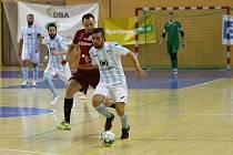 Futsalista Interobalu Plzeň Tomáš Vnuk (u míče) je velice platným hráčem i v dresu národního týmu.