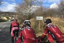 Cyklistická Sparta místo v Itálii trénuje doma v okolí Těškova.