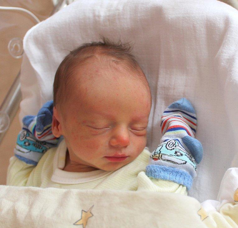 Tomáš Janský se narodil 3. února v 17:37 rodičům Lucii a Františkovi z Mariánských Lázní. Po příchodu na svět v plzeňské FN na Lochotíně vážil jejich prvorozený synek 2930 gramů a měřil 50 centimetrů.