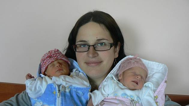 Ve FN vPlzni se 14. května narodila dvojčátka. Michaela (2,49 kg, 48 cm) přišla na svět v10:00 hod. a Martina (2,36 kg, 45 cm) o minutu později. Rodiče Vendula a Radek Přenosilovi ze Šťáhlav mají ze svých prvních dětí velikou radost