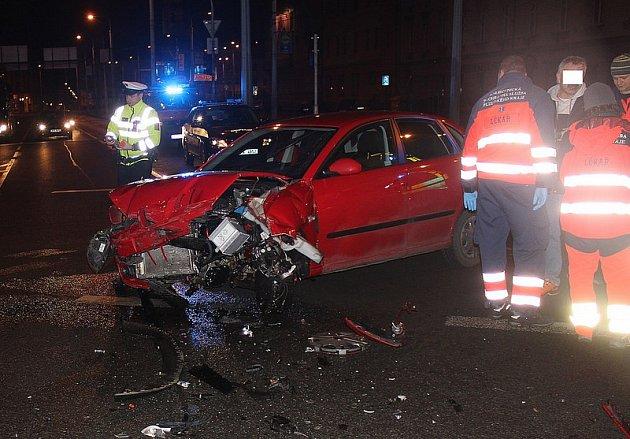 Nehoda dvou vozů na křižovatce ulic Jízdecká a Přemyslova v Plzni