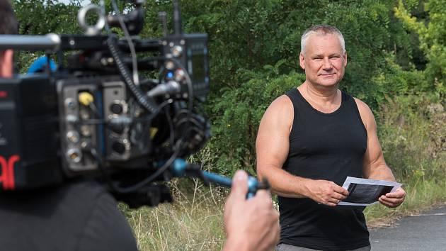 Jiří Kajínek během natáčení v Plzni na Borech