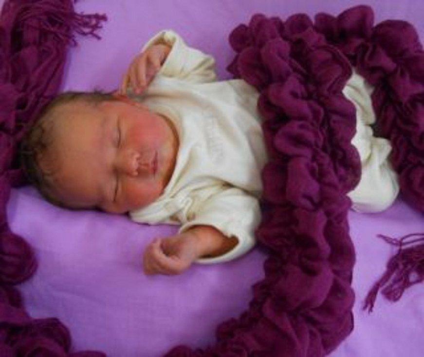 Lenka P. se narodila v Domažlické nemocnici 5. února 2021. Po příchodu na svět vážila 3160 g a měřila 48 cm.