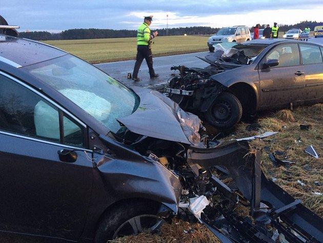 Při vážné nehodě uNevřeně se zranili tři lidé.