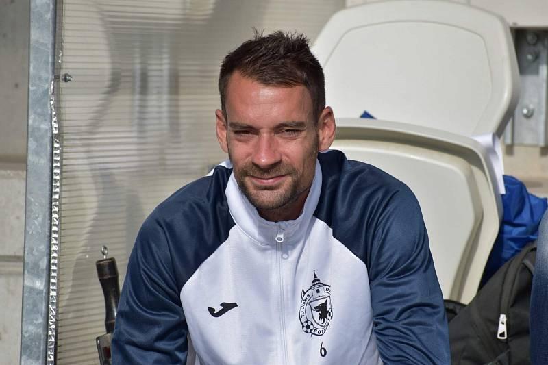 Kapitán Petr Mužík usedl tentokrát jen na lavičku, je v trestu za vyloučení v pohárovém zápase s Vlašimí.