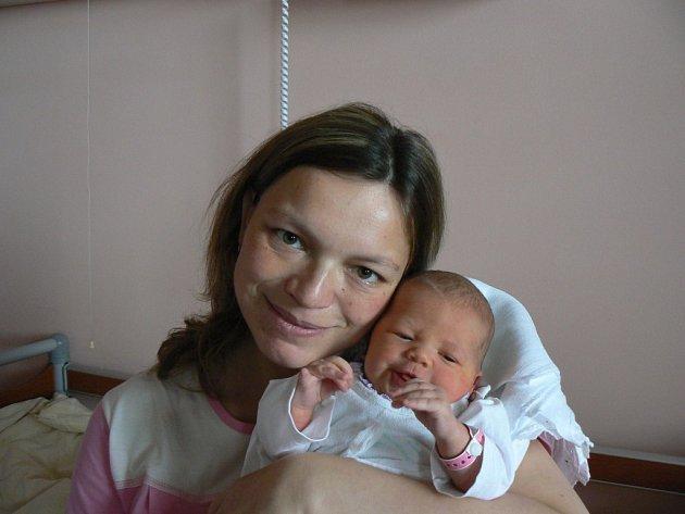 Michaela a Pavel Blažkovi ze Zbůchu, kteří už doma mají pětiletou Andrejku, se stali 26. 3. ve 3:40 hod. ve FN vPlzni rodiči druhé dcery, Klárky (3,91 kg, 48 cm)
