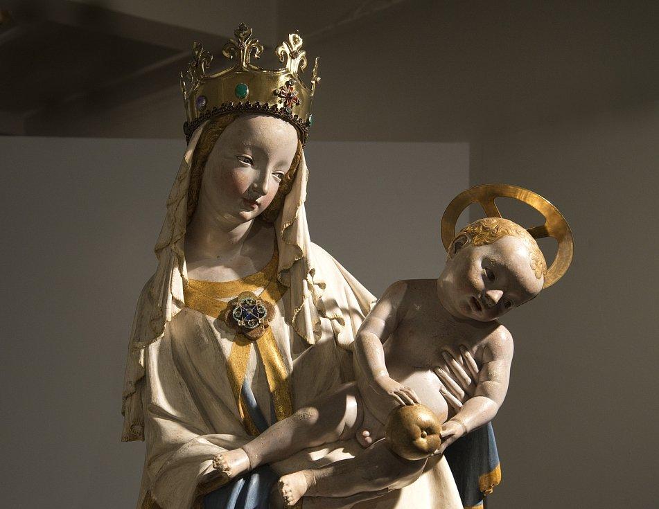 Jedinečnou možnost spatřit zblízka originál Plzeňské madony nabízí výstava Západočeské galerie Nad slunce krásnější.