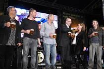 Snímek z minulých ročníků Pilsner Festu připomíná, jaká atmosféra vládne při oslavách narozenin první várky Pilsner Urquell