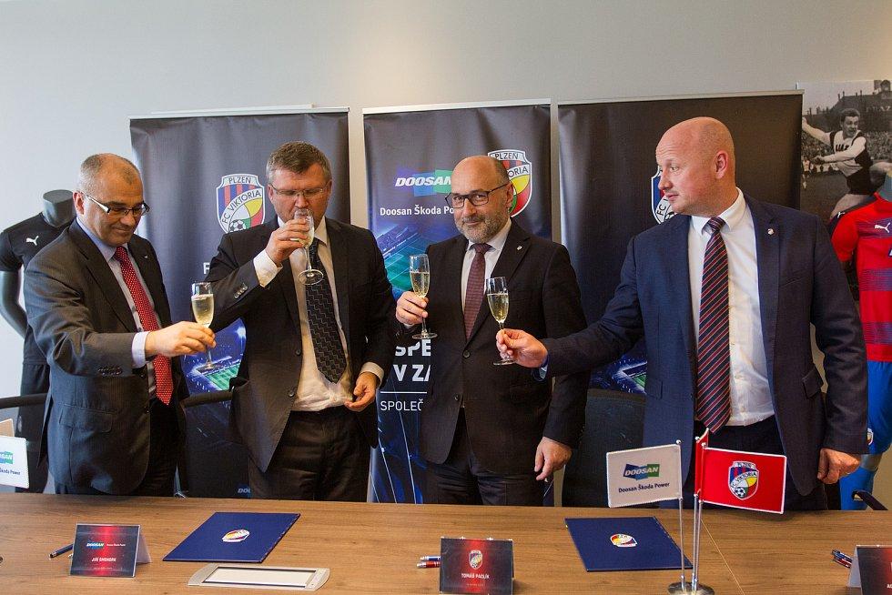 Podpis smlouvy mezi Doosan Škoda Power a FC Viktoria Plzeň