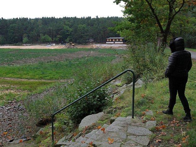 Senecký rybník čeká na odbahnění. U břehu vyroste také hřiště na vodní pólo