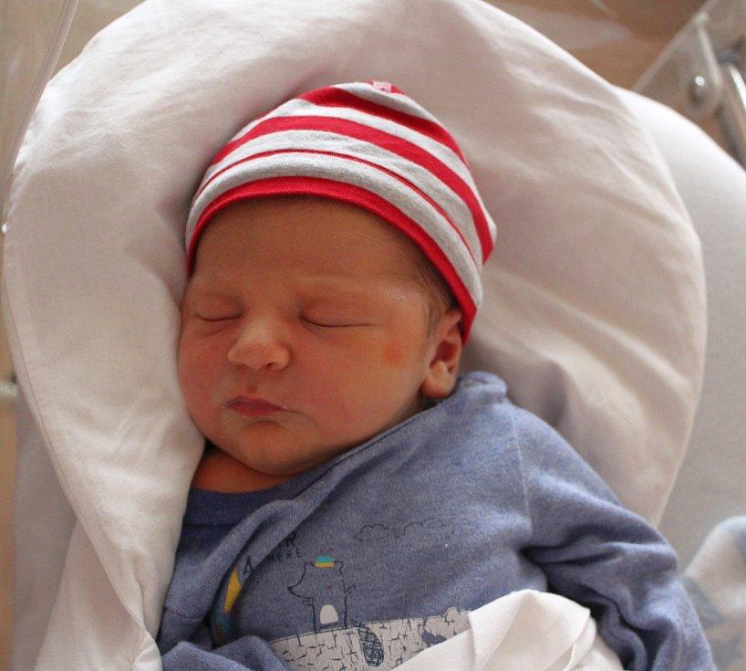 Tobiáš Šemnický z Vejprnic se narodil v plzeňské FN na Lochotíně 27. září ve 23:20 hodin (4050 g, 50 cm). Rodiče Lucie a Daniel dopředu věděli, že jejich prvorozené miminko bude kluk.