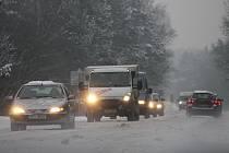 Na silnici I 20 mezi Plzní a Karlovy Vary jezdila auta v těsných zástupech