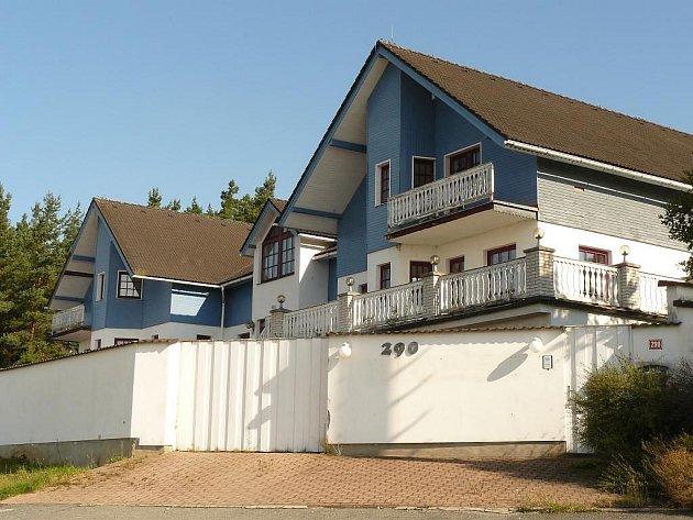 Obecní barák, jak tomuto domu trnovští obyvatelé říkají, je na prodej za patnáct milionů korun