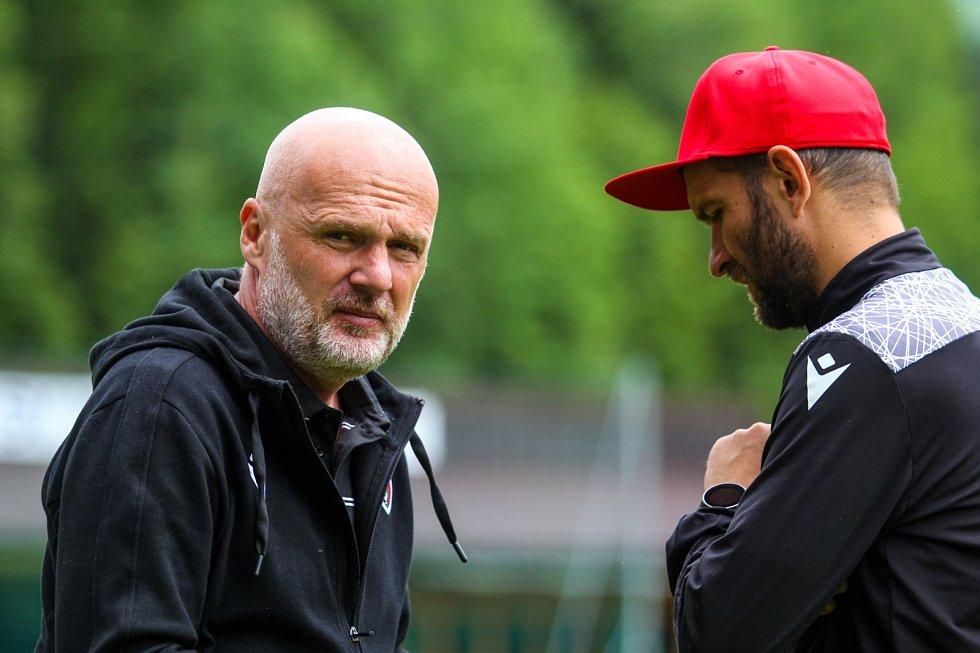 Hlavní kouč Michal Bílek s asistentem Markem Bakošem na soustředění v rakouském Westendorfu.