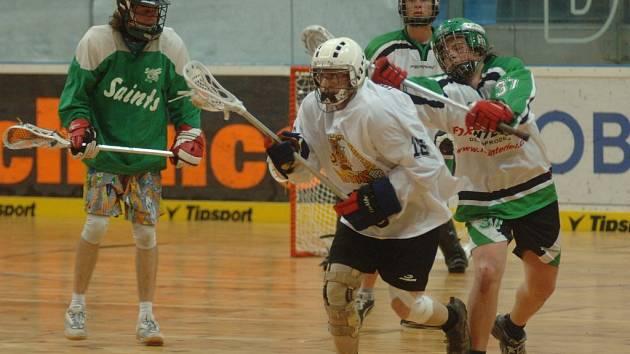 V jednom ze zápasů sehraných v rámci oslav 20 let lakrosu v Plzni podlehli bývalí plzeňští hráči současnému celku LC 1:6