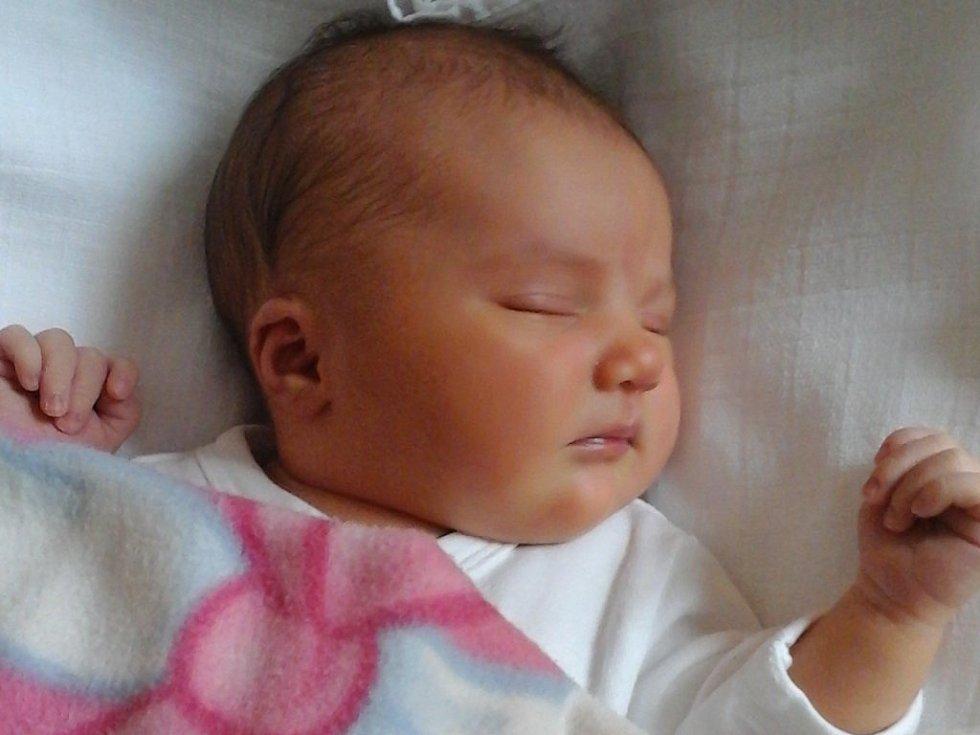 Josefínka Chocholová se narodila 27. září mamince Kamile a tatínkovi Janovi z Dobřan. Po příchodu na svět vážila sestřička Jany 3380 gramů a měřila 50 centimetrů.