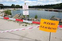 Kvůli kachnám musel uzavřít provozovatel jezírko ve Škodalandu. Podle správce areálu i majitele firmy, která se o biotop stará, by se měli návštěvníci vrátit na konci týdne