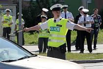 Dvacítka soutěžících ve čtvrtek v Plzni měřila síly při krajském kole soutěže dopravních policistů