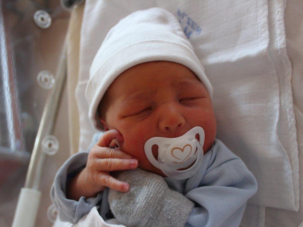 Daniel Pek se narodil 4. listopadu v 10:29 rodičům Kamile a Tomášovi z Plzně. Po příchodu na svět ve FN na Lochotíně vážil jejich prvorozený synek 3870 gramů a měřil 52 centimetrů.