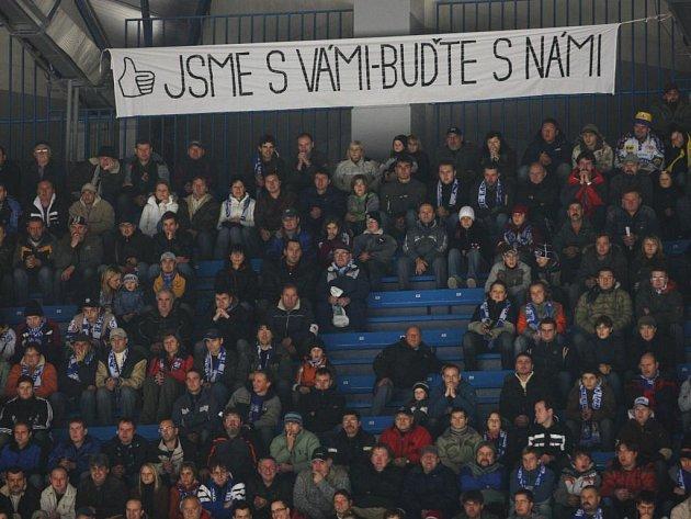 Plzeňští fanoušci  svému týmu věří, což  při domácím utkání  se Zlínem vyjádřili  heslem  známým  z bouřlivých  událostí  v  Československu v roce 1968