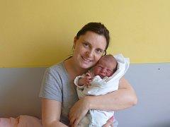 Matyáš (3,54 kg, 49 cm) se narodil 10. dubna ve 21:14 v Mulačově nemocnici v Plzni. Na světě ho přivítali rodiče Lucie a Václav Urbanovi ze Žichlic. Doma na brášku čeká Adélka (4).