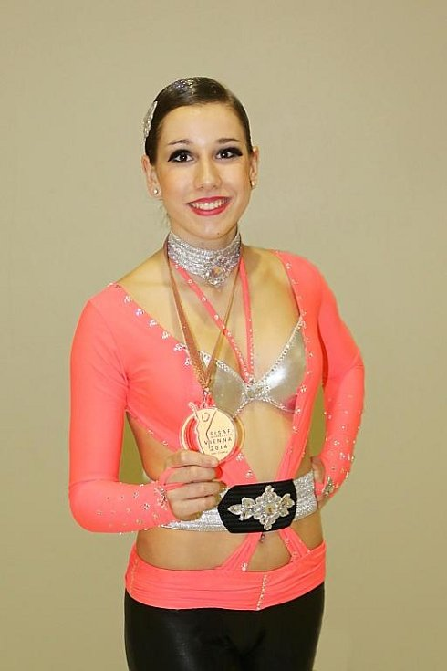Eliška Fajfrlíková získala bronz v kategorii juniorských fitness týmů