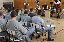 Bratislavská swingová kapela Funny Fellows zahrála ve věznici v Plzni na Borech