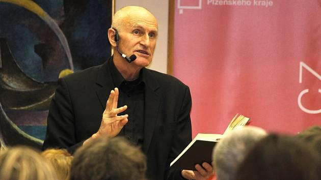Profesor Martin Hilský.