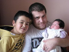 Klaudie (4,01 kg, 50 cm) se narodila 30. 11. ve 2:14 ve FN v Plzni. Z jejího příchodu na svět se radují rodiče Veronik a Petr Kavcovi z Toužimi a také sourozenci Honzík (6) a Kristýnka (2,5)