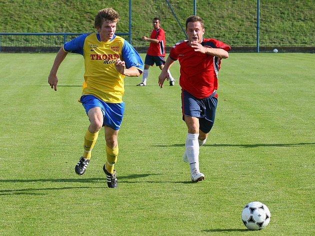 V prvním kole Puma krajského přeboru remizovali fotbalisté Rapidu Plzeň (v červeném) a SK ZČE Plzeň 2:2.